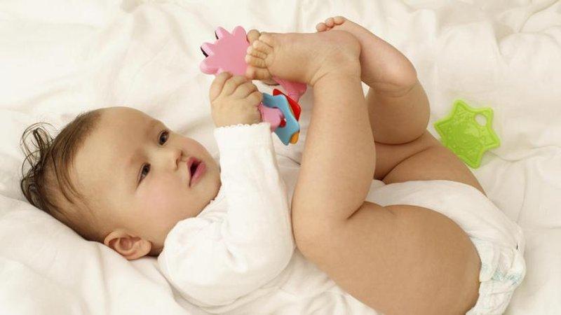 bayi suka menendang 2.jpg