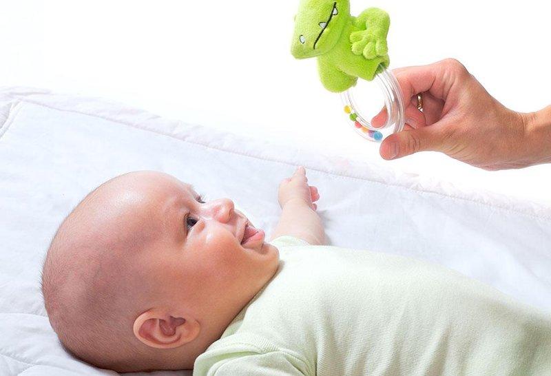 bayi usia 2 bulan sudah bisa apa 2