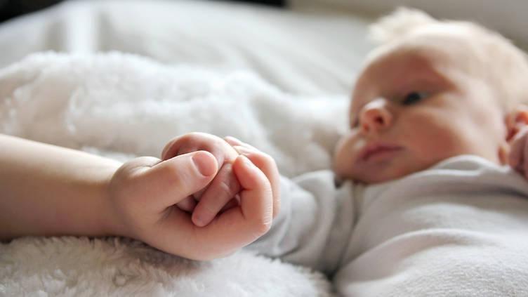 bayi usia 2 bulan sudah bisa apa 5