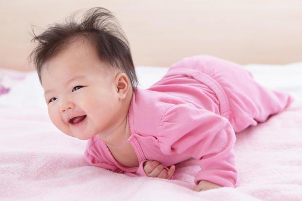 merawat rambut bayi-lebat lurus