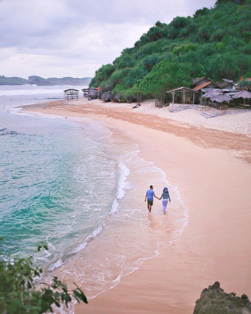 berlibur ke pantai ngandong bersama orang tersayang tentu akan lebih menyenangkan via ig @dwisurti