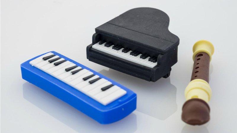 bermain peran sambil belajar dengan 5 mainan miniatur miniatur alat musik