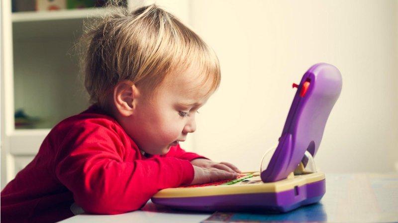 bermain peran sambil belajar dengan 5 mainan miniatur miniatur laptop