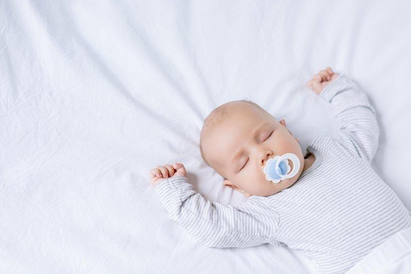 biasakan si kecil tidur di tempatnya sejak dini