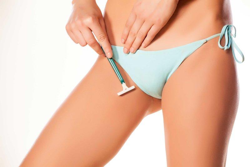 mencukur garis bikini