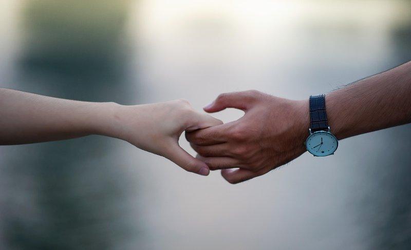 blurred background hands holding hands 715807