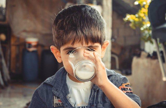 boy-child-drinking-1210005.jpg