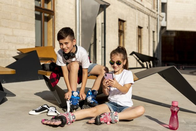 boy-girl-with-inline-skates_23-2148267955.jpg