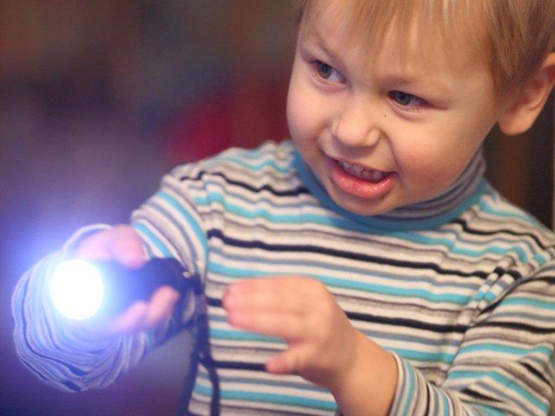 permainan penglihatan bayi