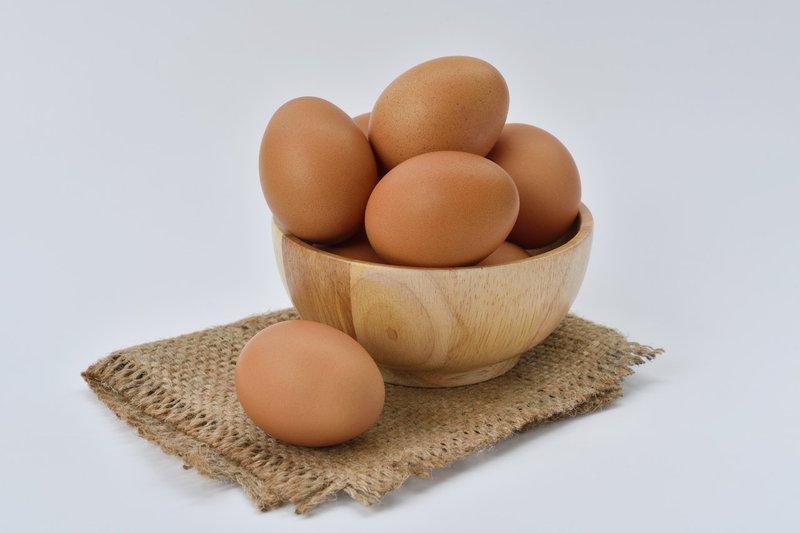 telur sebagai cara mengatasi rambut rontok pada pria