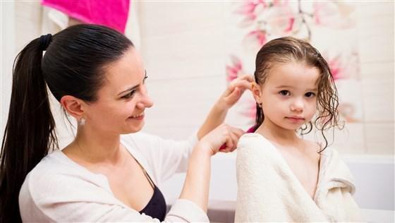 buat anak menjadi mandiri dengan 5 tips merawat rambut sendiri 1