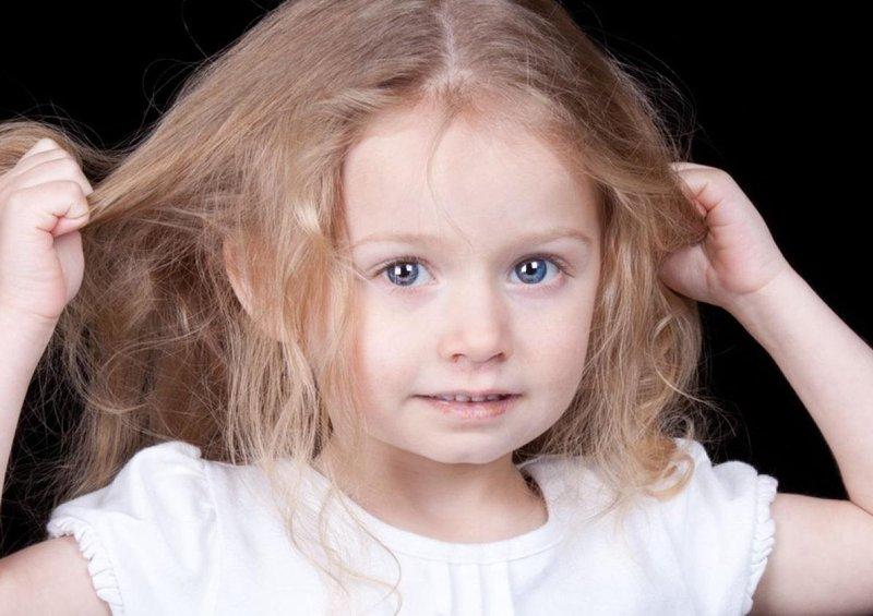 buat anak menjadi mandiri dengan 5 tips merawat rambut sendiri 4