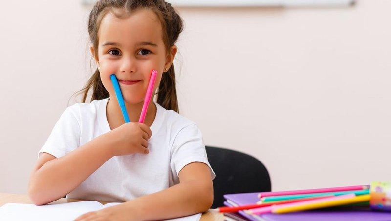cara mengajarkan anak menulis - gunakan stabilo