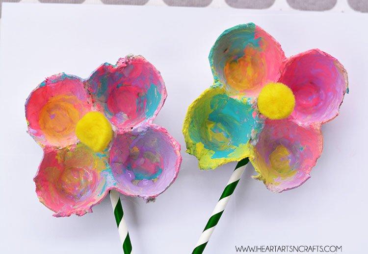 bunga dari karton penyimpanan telur.jpg