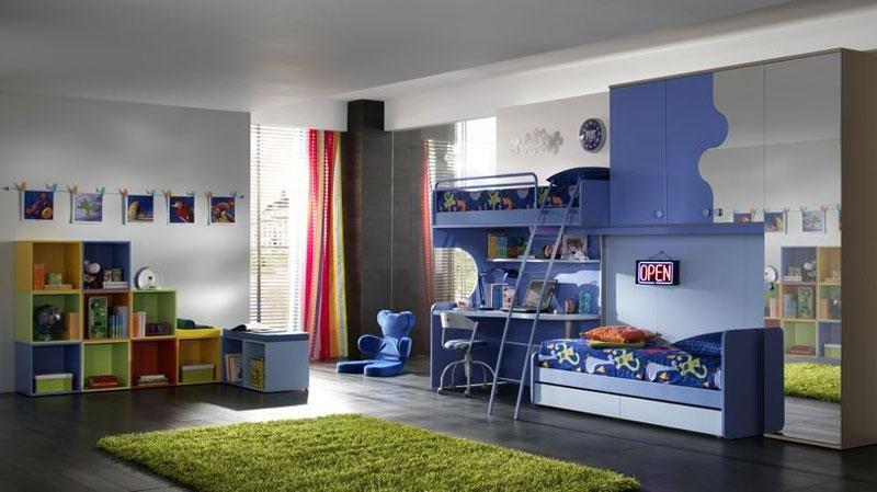 bunk bed di kamar luas