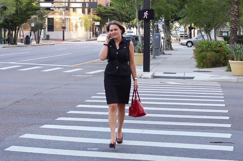 businesswoman on phone crossing street 2 n1bwnvh f0003