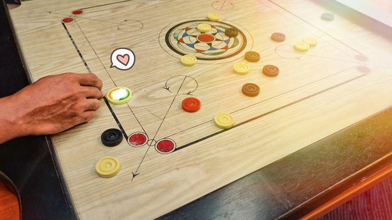 Cara Bermain Karambol Seru Dimainkan Saat Kumpul Keluarga Orami