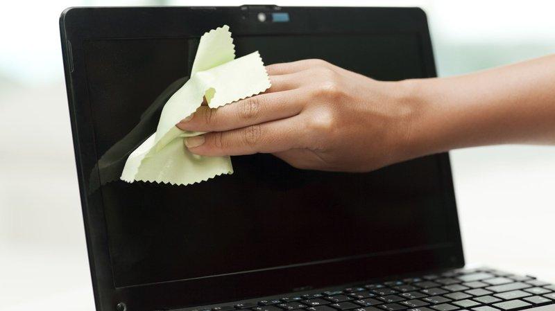 cara agar kamera laptop jernih bersihkan.jpg