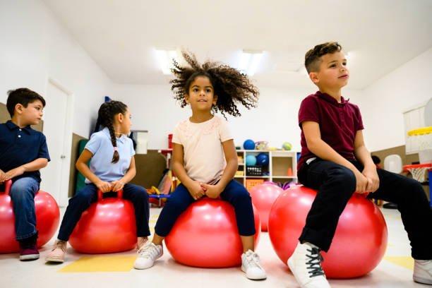 cara melatih keseimbangan gymball.jpg