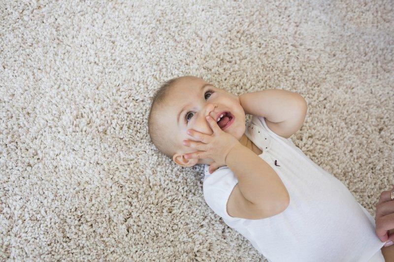 cara membersihkan mata bayi-3.jpg