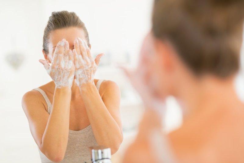 Kenali Manfaat Double Cleansing untuk Wajah.jpg