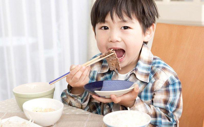 cara mengajak anak untuk suka makan daging 1