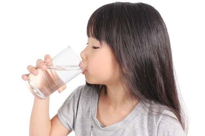 cara mengatasi bibir kering pada anak.jpg