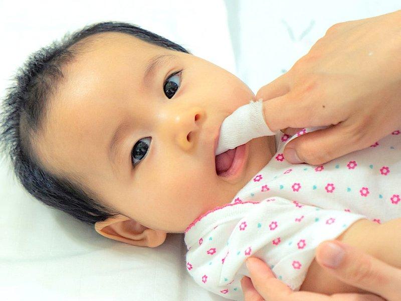 cara mengatasi lidah bayi putih.jpg