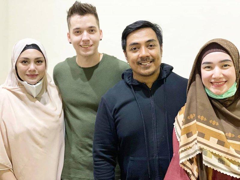 celine hijab 1.jpg