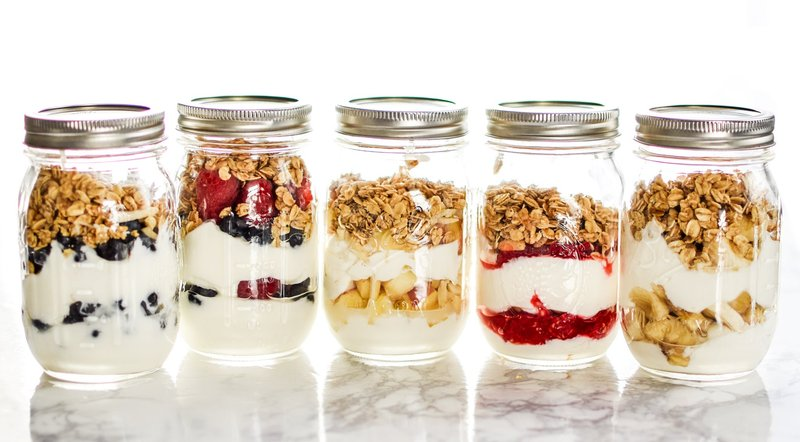 cemilan untuk ibu menyusui-yogurt in jar.jpg