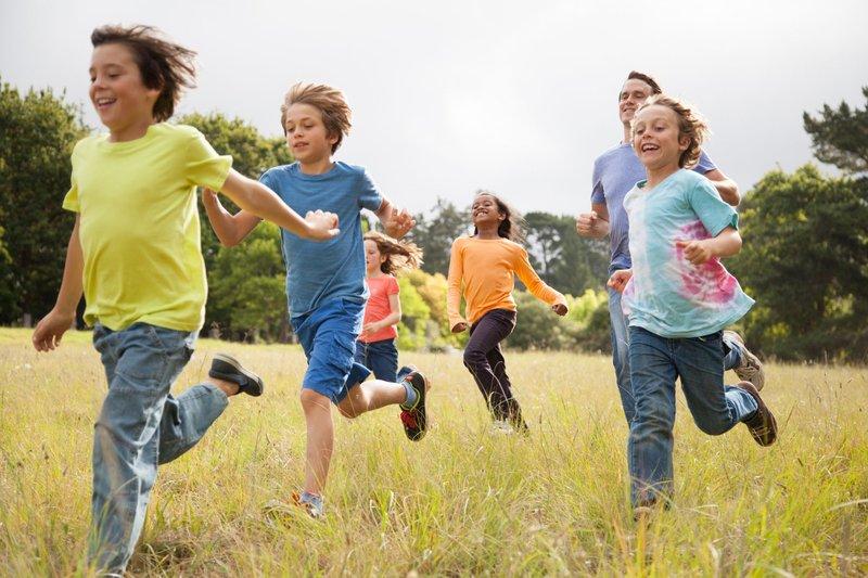 children-running-in-park-537632931-5c49f59d46e0fb00016e2ad6.jpg