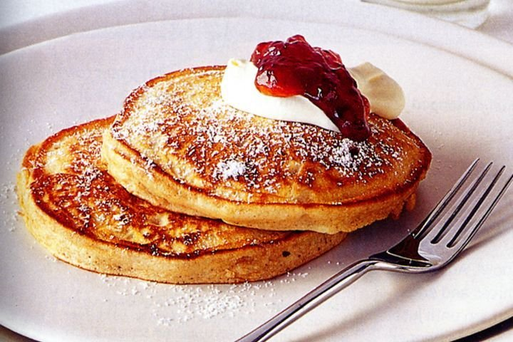 Pancake Strawberry Jam dan Cream