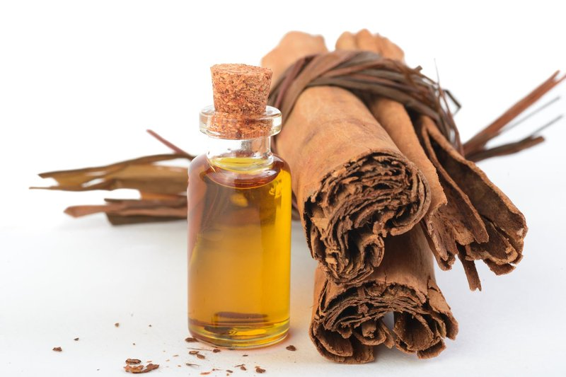 cinnamon_essential_oil.jpg