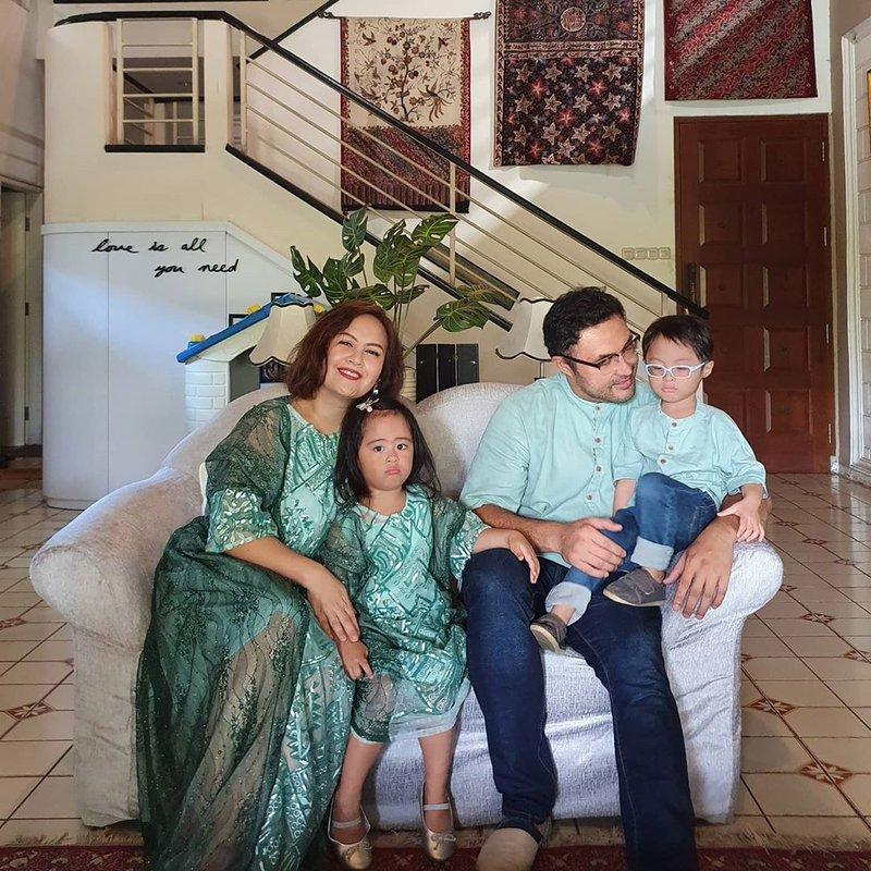 ulang tahun pernikahan Cynthia Lamusu dan Surya Saputra