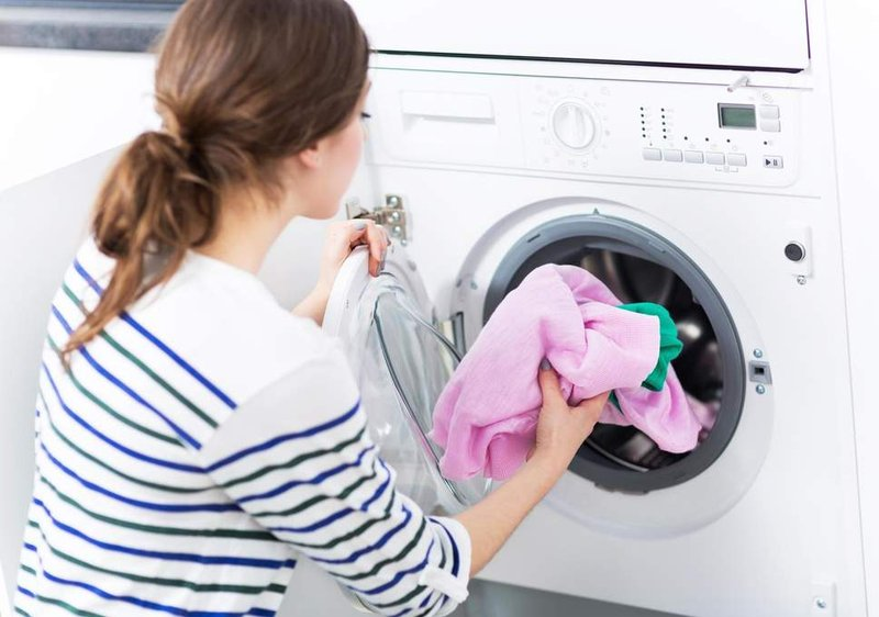 mencuci baju untuk menghindari COVID-19