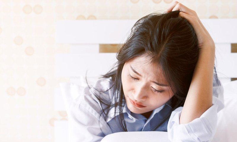 depressed woman crying on her bed 887138636 5a9365ecfa6bcc0037a67932 (1)