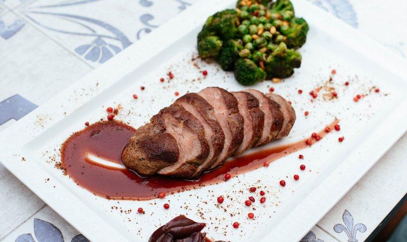 rekomendasi diet keto - daging panggang brokoli.jpg