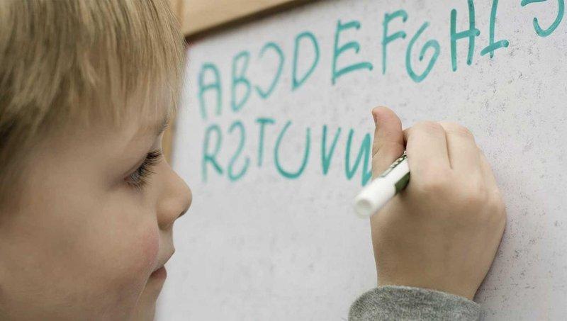 disgrafia, gangguan belajar yang membuat anak sulit menulis 1