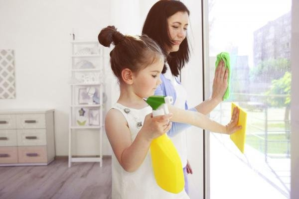 easy cleaning schedule for working moms