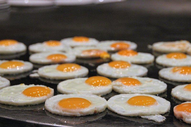 eggs-food-fried-eggs-236812.jpg