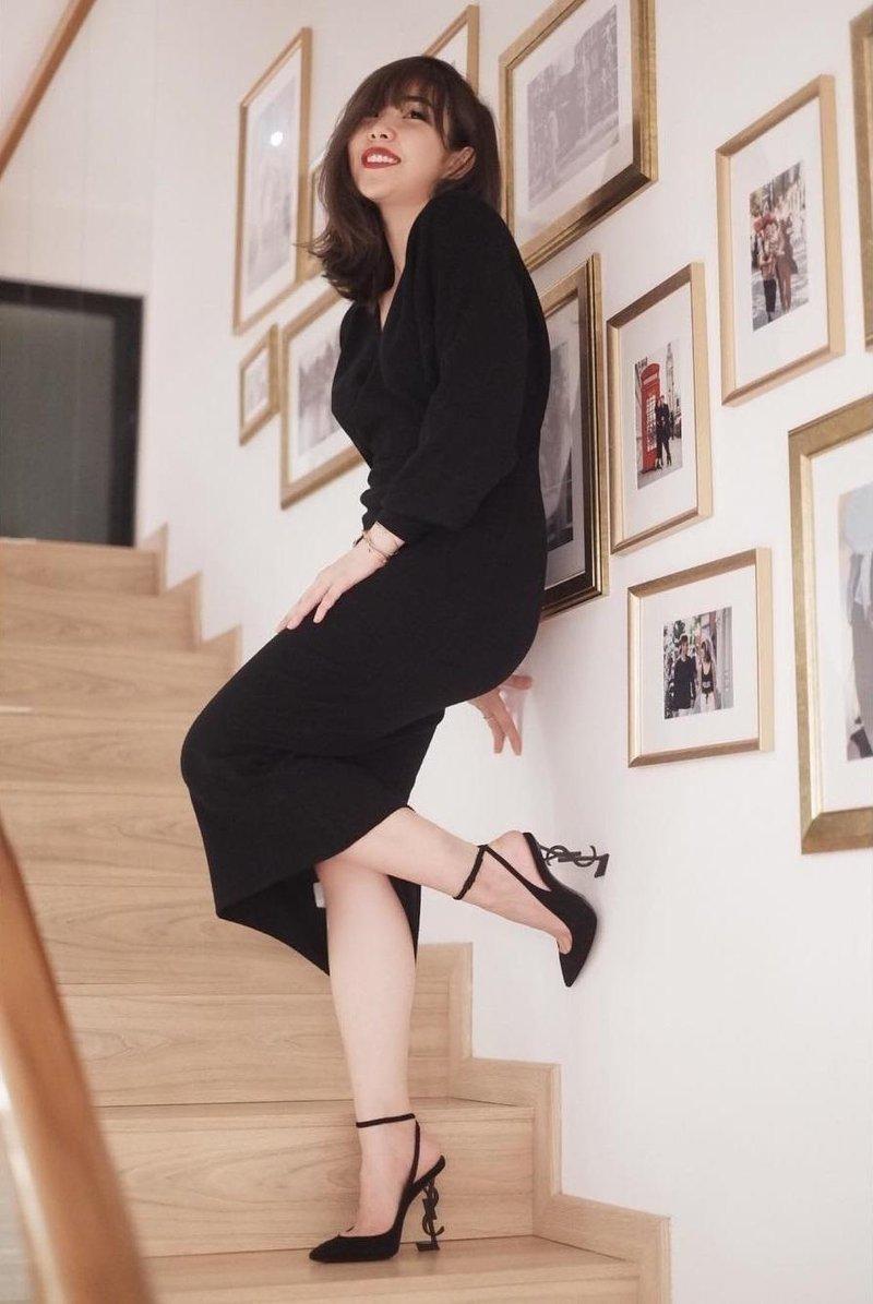 elegan dengan pakaian hitam
