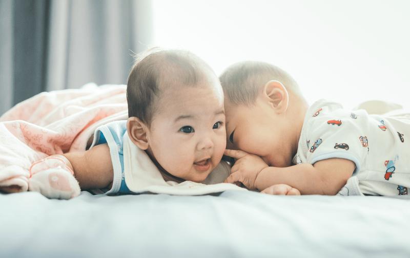 Irish Bella Hamil Anak Kembar