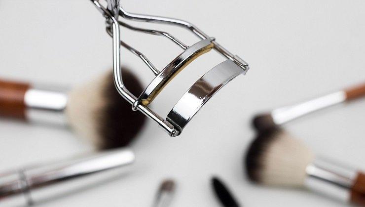 eyelash-curler-1761855_1920.jpg