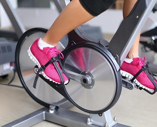 cara membakar kalori-sepeda statis
