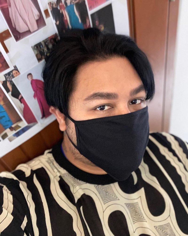 foto artis dengan masker kain-ivan gunawan.jpg