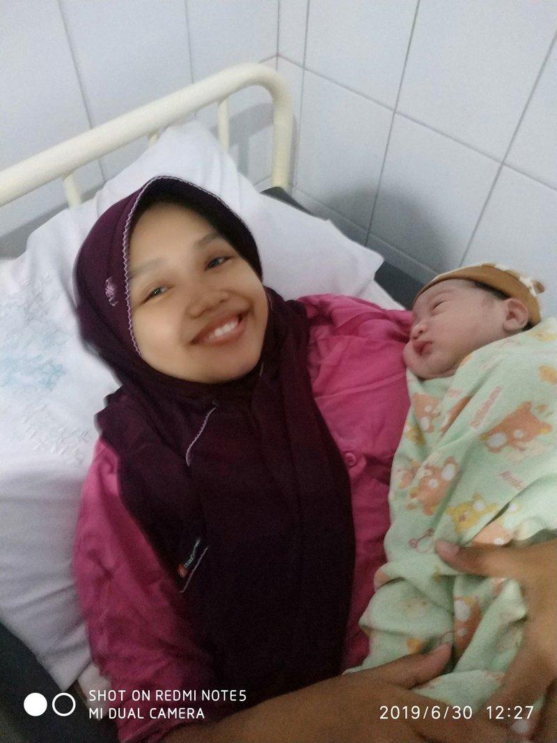 foto kelahiran anak ketiga-2.jpg