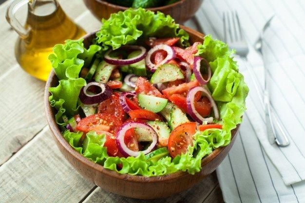 salad sayur menu buka puasa sehat