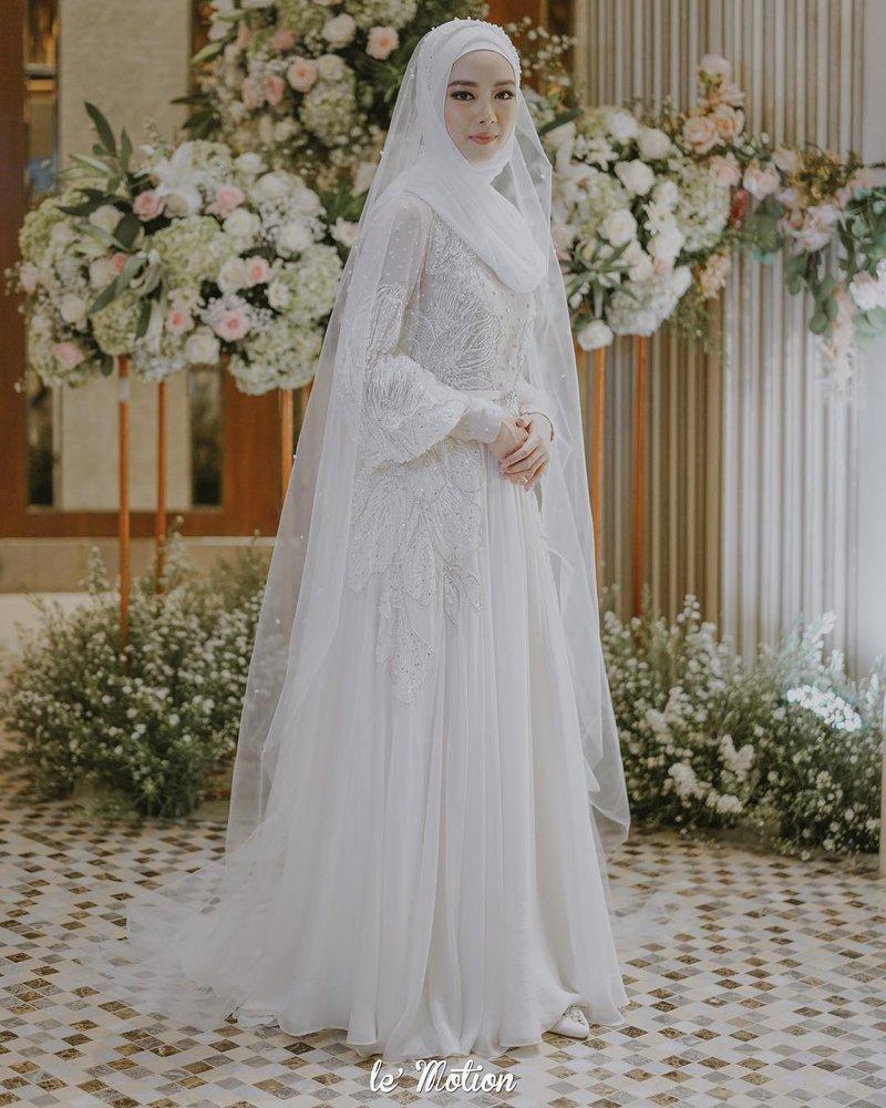 gaun penganti simple.jpg