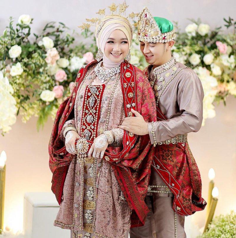 gaun pengantin tradisional.jpg