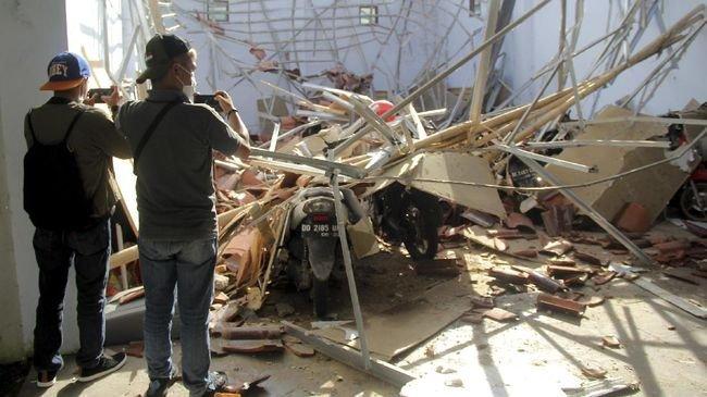 gempa-bumi-di-sulawesi-barat_169 cnnindoneisa.jpeg